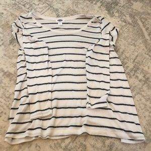 Old Navy Maternity/nursing top